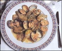 Alcachofas naturales con cardo y almejas